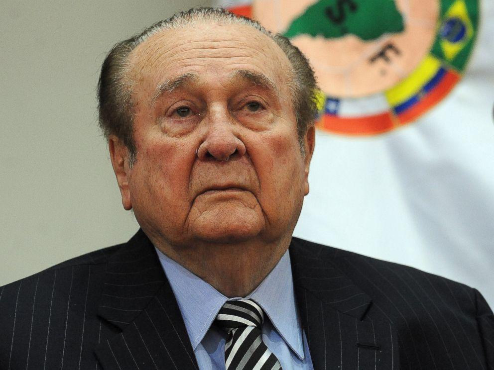 Николас Леос
