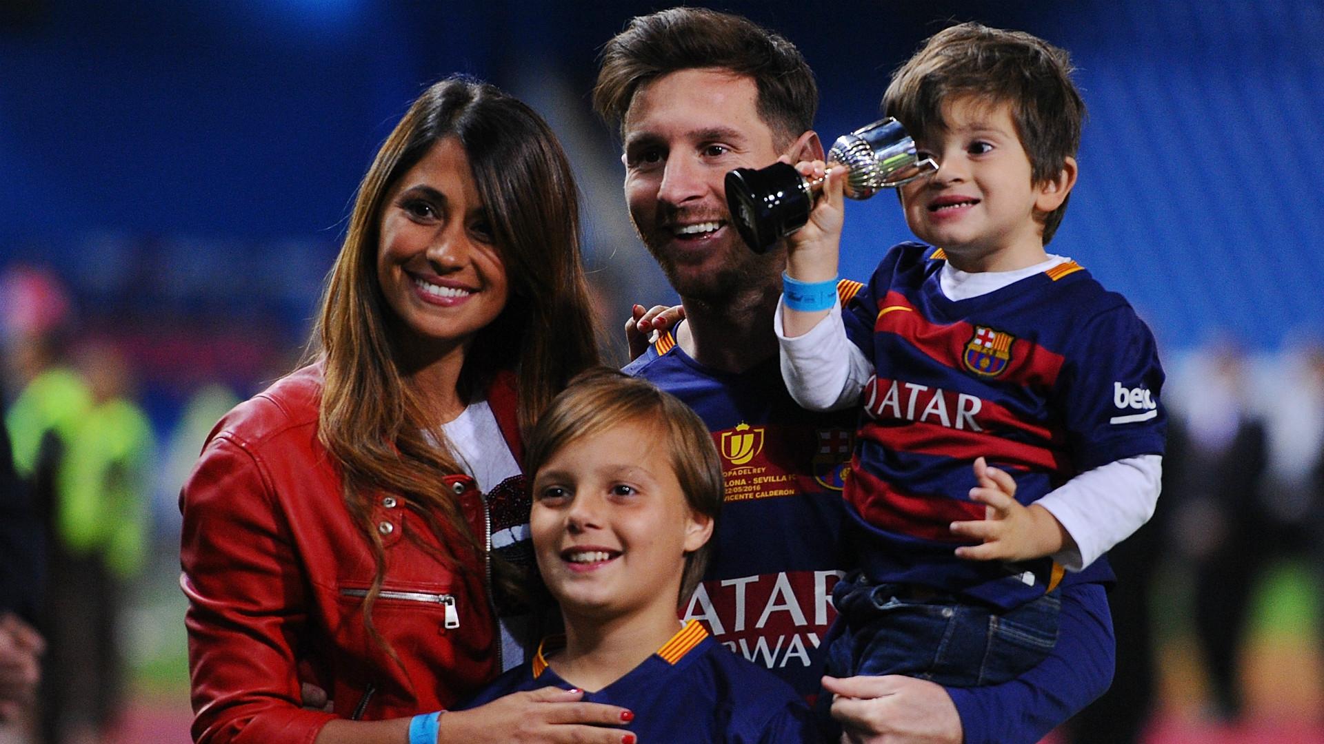 Месси с семьей